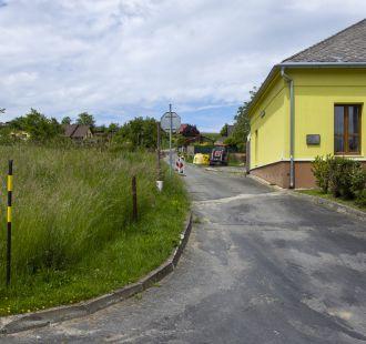 Práce na místní komunikaci Horní Pole na Bělově