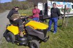 Nový zahradní traktor s košem
