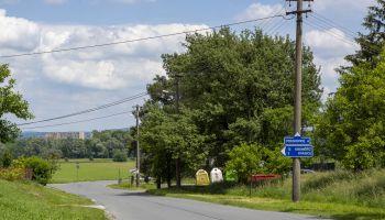 Nové dopravní značení pod obcí