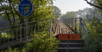 Lávka přes Moravu je uzavřena