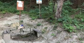 Voda z Bělovské studánky je pitná