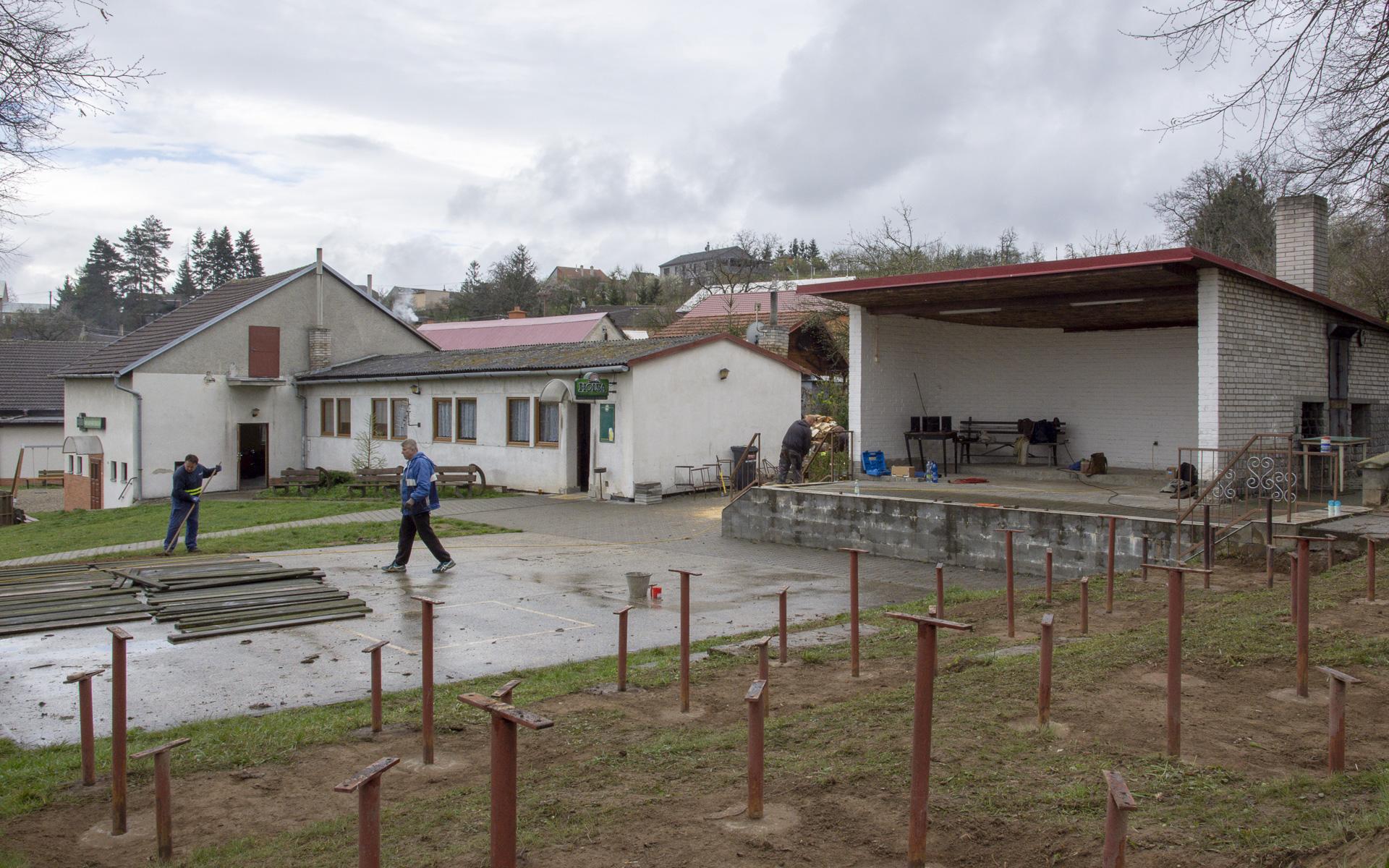 Brigáda: Obecní areál