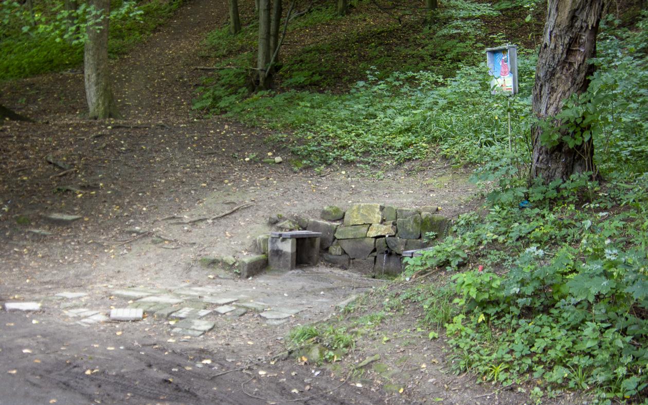 Voda z Bělovské studánky není pitná