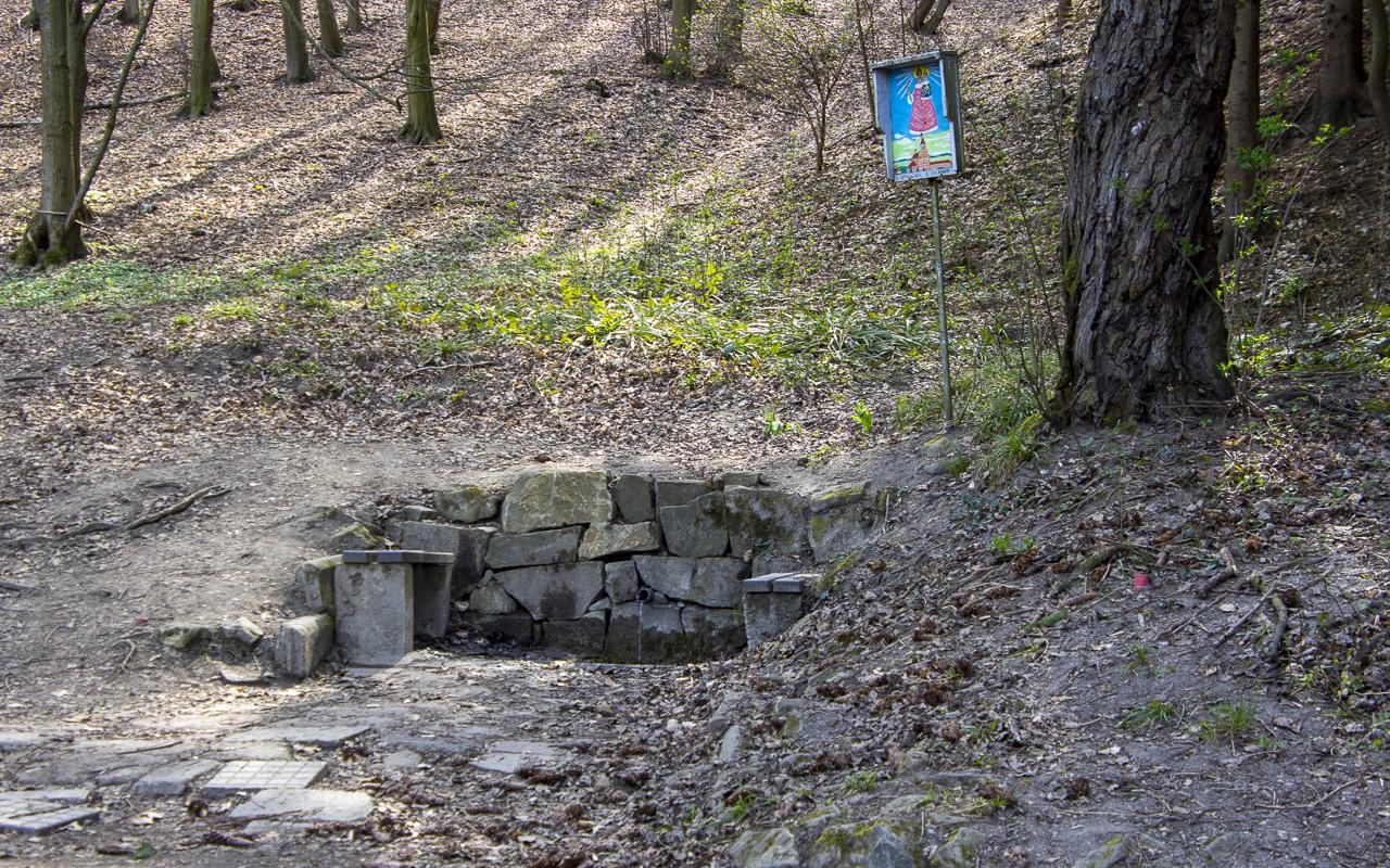 Voda z Bělovské studánky je stále pitná